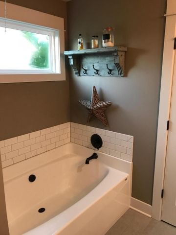 10767 Knockaderry Dr - Master Bath 2 - 9