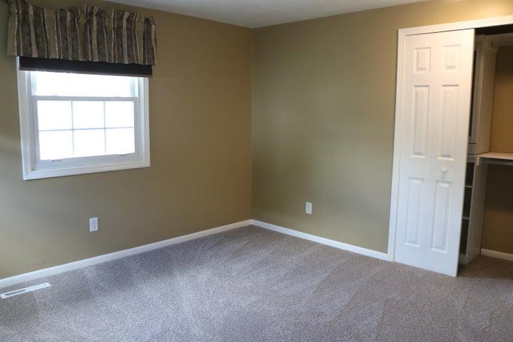 1046 Pickton Dr - Bedroom 4 - 19