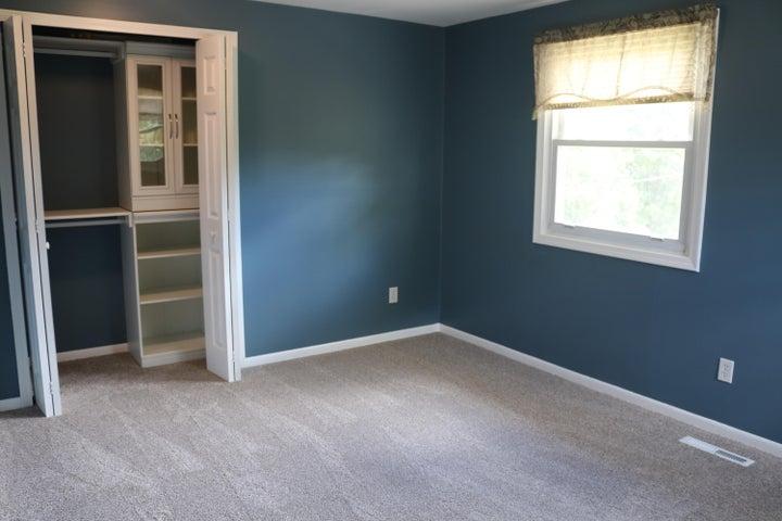 1046 Pickton Dr - Bedroom 3 - 16