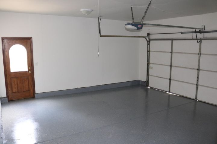 1046 Pickton Dr - Garage - 22