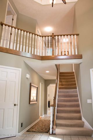 3906 Hemmingway Dr - Stairs to 2nd Level - 19