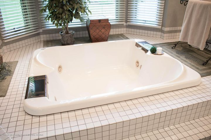 3906 Hemmingway Dr - Master Bath - 26