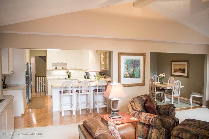 3906 Hemmingway Dr - Family Room/Kitchen - 35