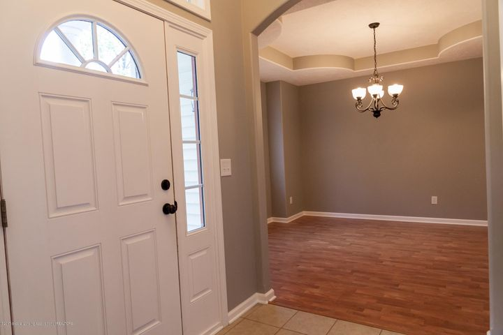 1761 Hamilton Rd - Foyer - 8