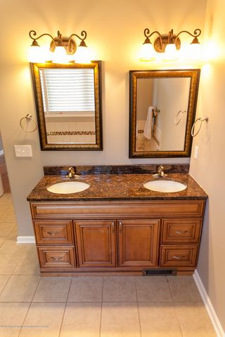 1761 Hamilton Rd - Master Bathroom - 37