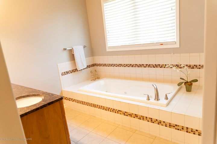 1761 Hamilton Rd - Master Bathroom - 38