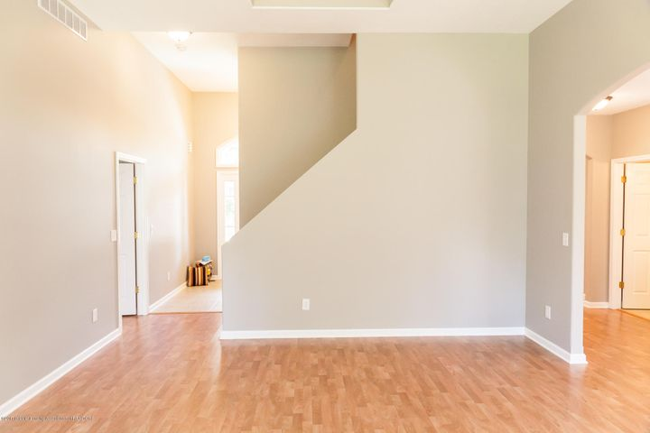 1761 Hamilton Rd - Living Room - 18