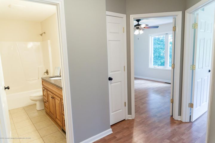 1761 Hamilton Rd - 2nd Level Hallway - 46