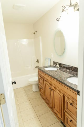 1761 Hamilton Rd - Main Bathroom - 47