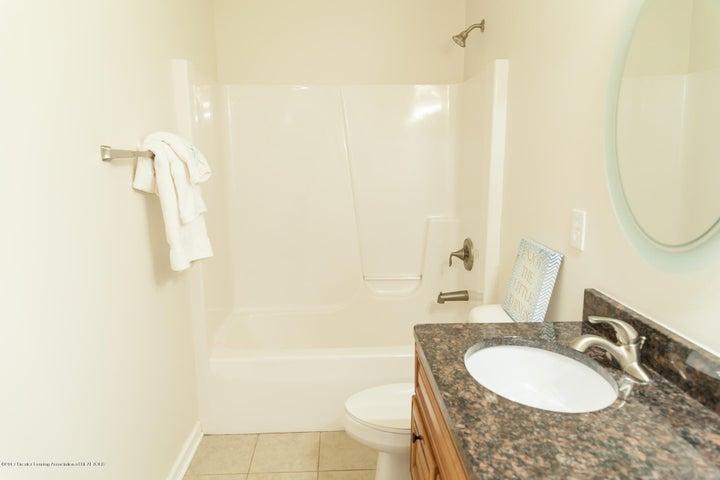 1761 Hamilton Rd - Main Bathroom - 48