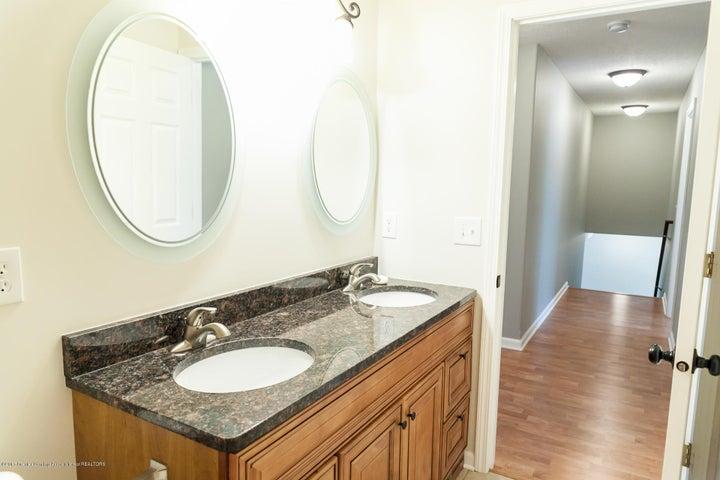 1761 Hamilton Rd - Main Bathroom - 49
