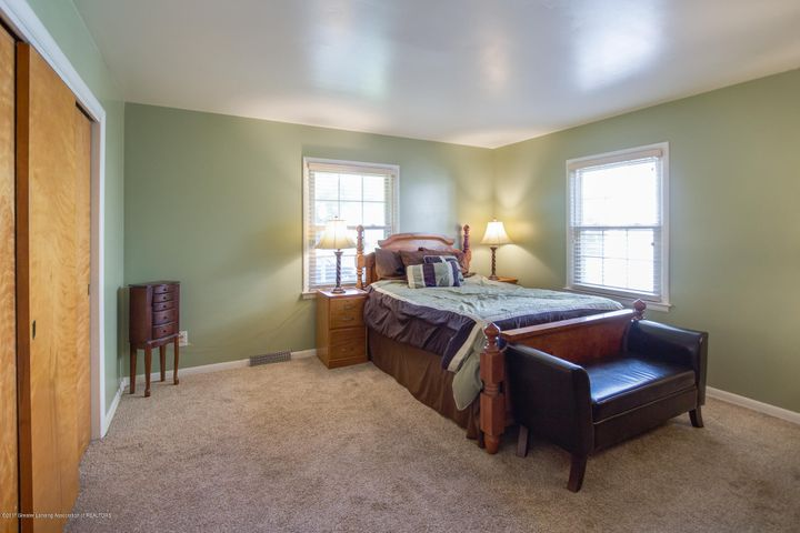 205 Cloverland Dr - BEDROOM - 9