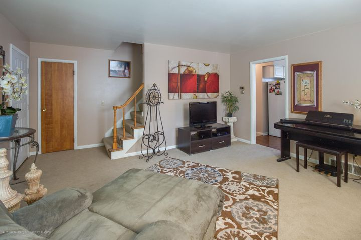 205 Cloverland Dr - LIVING ROOM - 18
