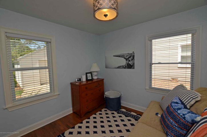 619 Cornell Ave - SECOND BEDROOM - 10