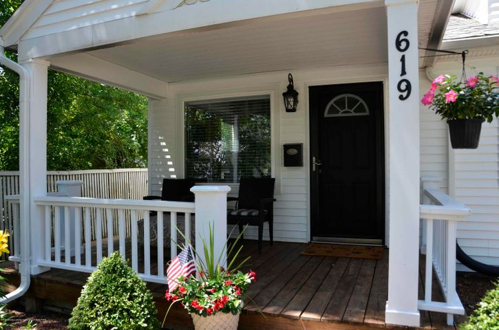 619 Cornell Ave - PORCH - 11