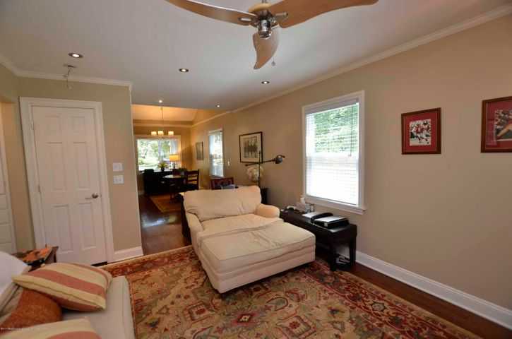 619 Cornell Ave - LIVING ROOM - 20