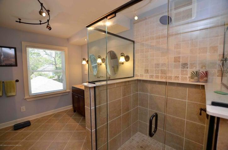619 Cornell Ave - MASTER BATH - 25