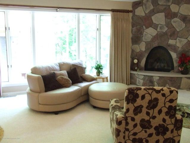 1083 Brookside Dr - Living room - 8