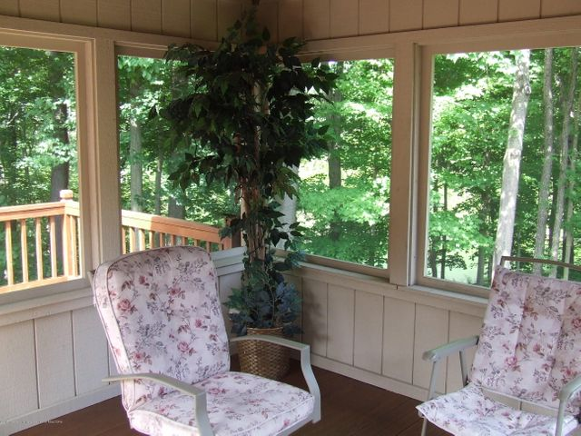 1083 Brookside Dr - Screened porch - 23