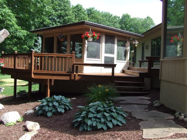 1083 Brookside Dr - Yard/screened porch - 30