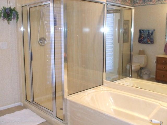 1083 Brookside Dr - Master bathroom - 12