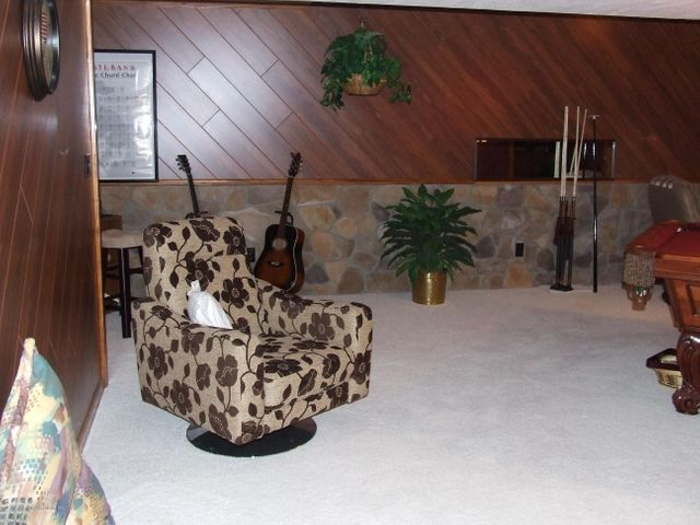 1083 Brookside Dr - Family/game room - 19