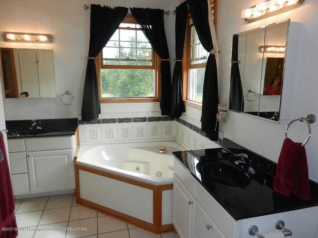 8800 W Parker Rd - master bath - 13