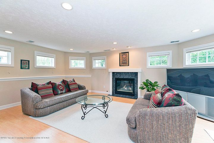 1817 Elk Ln - Family Room - 11