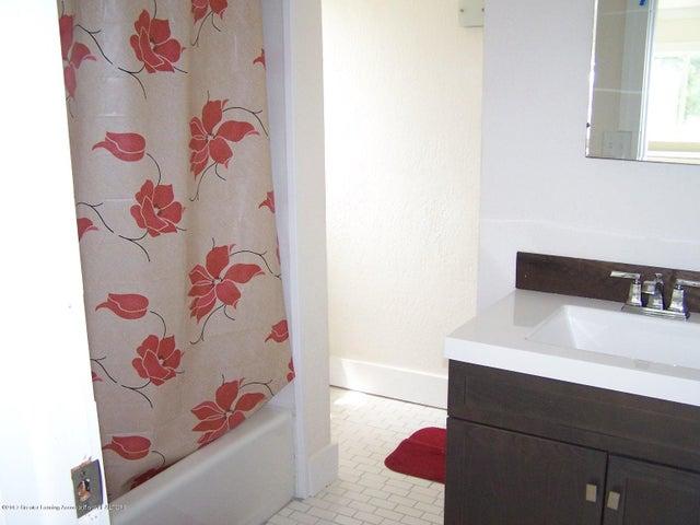 919 Hall St - Bathroom - 20
