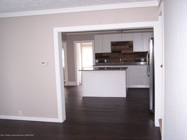 919 Hall St - Living Room into Kitchen - 9