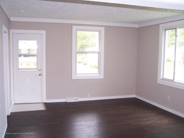 919 Hall St - Living Room - 5
