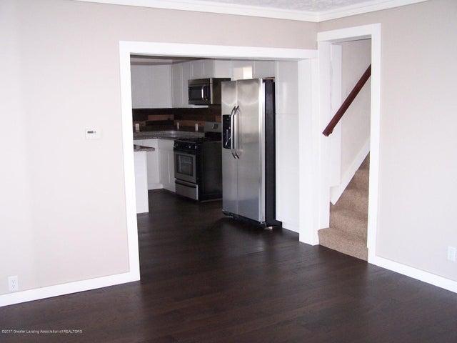 919 Hall St - Living Room - 6