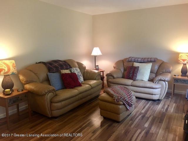 11007 Babcock Rd - Livingroom - 6