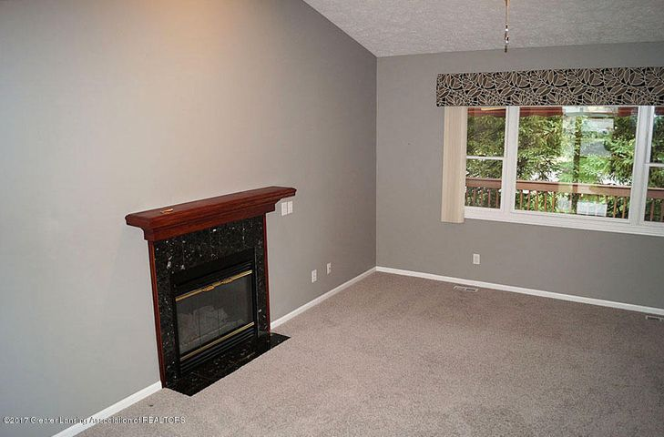 7601 Sugar Maple Cir 6 - Living Room - 4