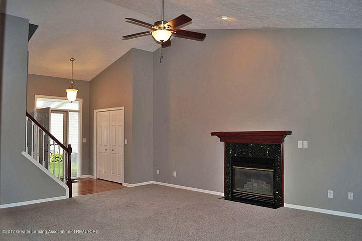 7601 Sugar Maple Cir 6 - Living Room - 6
