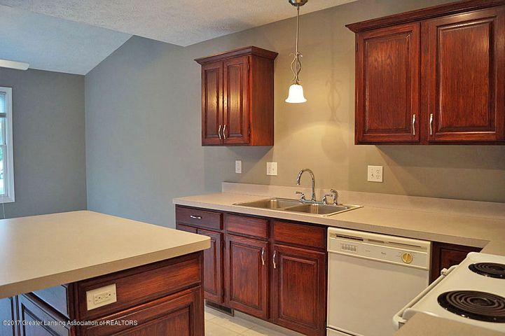 7601 Sugar Maple Cir 6 - Kitchen - 10