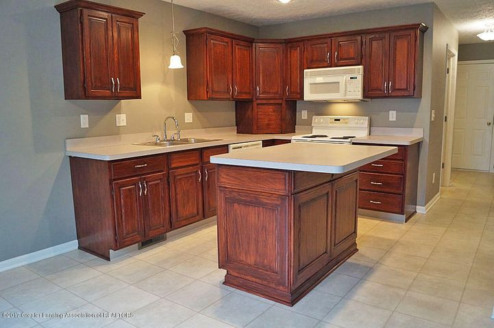7601 Sugar Maple Cir 6 - Kitchen - 11