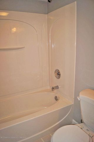 7601 Sugar Maple Cir 6 - Bath Room - 31