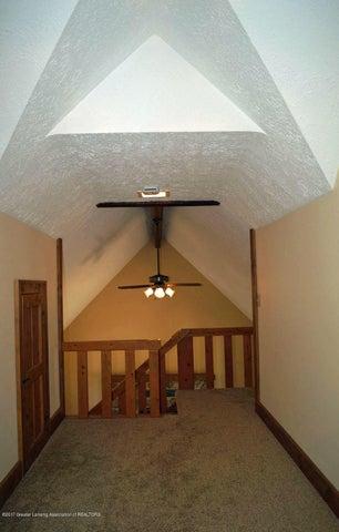 915 Hagadorn Rd - Upper Hallway - 21