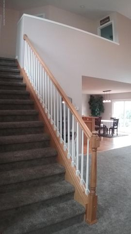1811 Merganser Dr - M stair case - 2