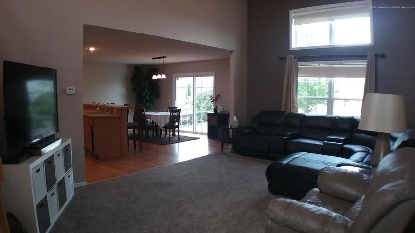 1811 Merganser Dr - M living room 4 - 6