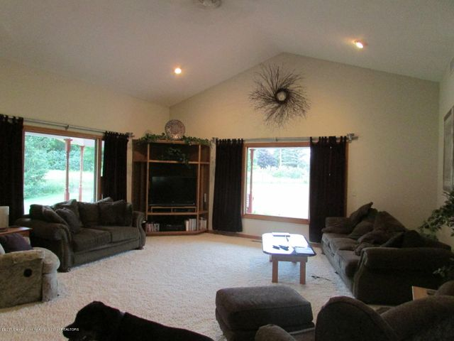 1043 N Onondaga Rd - living room - 16