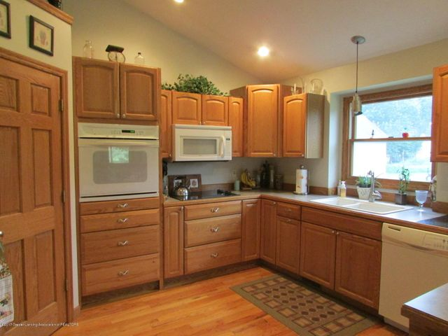 1043 N Onondaga Rd - kitchen - 19