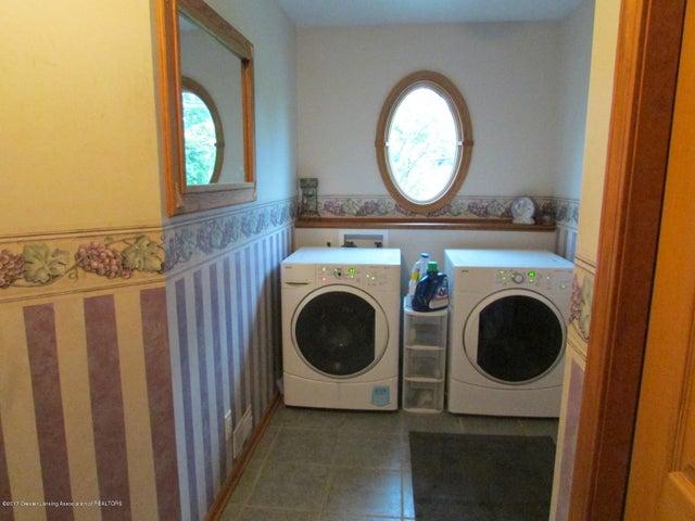 1043 N Onondaga Rd - laundry - 33