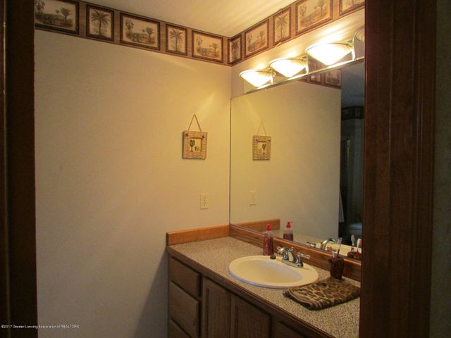 1043 N Onondaga Rd - master bath - 37
