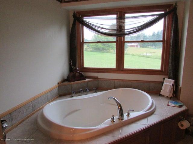1043 N Onondaga Rd - master bath - 38