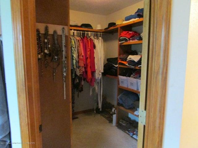 1043 N Onondaga Rd - master closet - 41