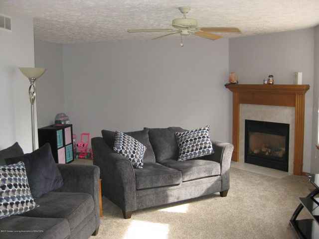 13831 Mead Creek Rd - Living Room - 9