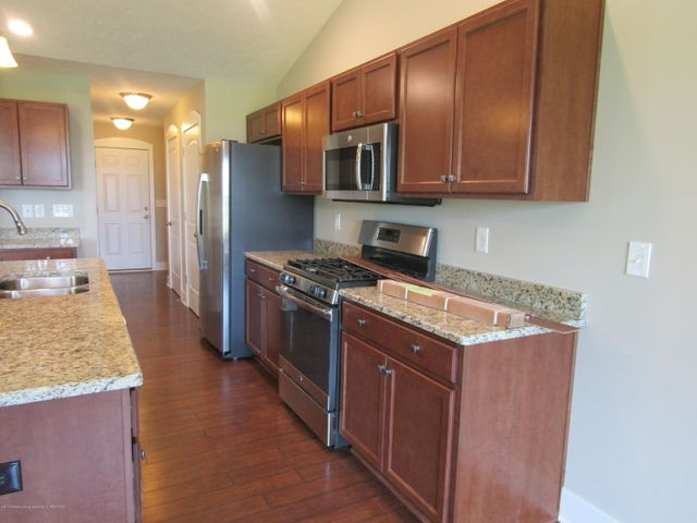 383 Barrington Cir 60 - Kitchen - 3