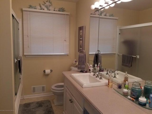 4225 Driftwood Dr - Bathroom - 13